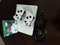 Xbox one s with 2 controllers and fifa 18