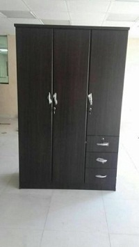 selling brand new 3 door wardrobes