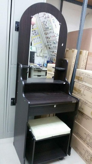 selling brand new dressing tables